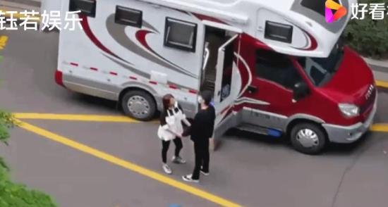赵又廷高圆圆片场手拉手 这就是爱情啊!!