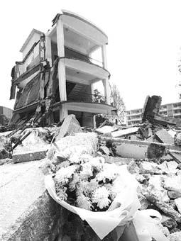 设立汶川大地震纪念碑