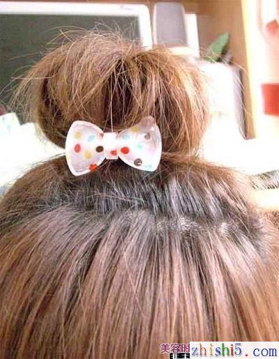 非主流丸子发型扎法 图片